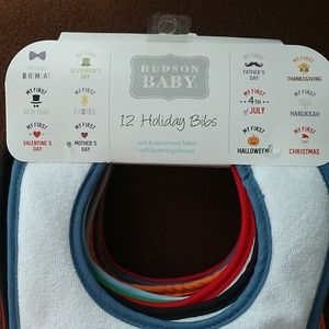 12 Holiday Bibs